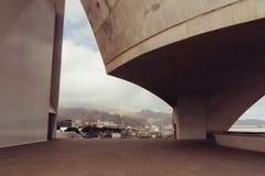 Auditorio De Teneriffa, Santa Cruz de Tenerife, Espania - 26. Oktober 2018: Schauen durch eine Seitenkonsole des Auditorio Des lizenzfreie stockfotografie