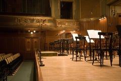 Auditorio viejo con el órgano Fotos de archivo