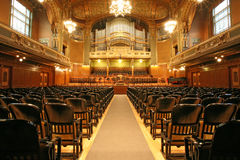 Auditorio viejo con el órgano Fotografía de archivo libre de regalías