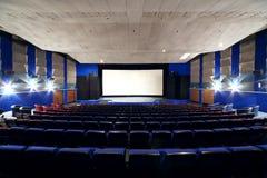Auditorium en het scherm van Neva-bioskoop Royalty-vrije Stock Foto