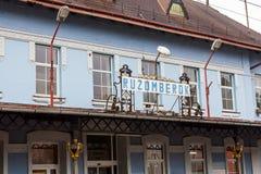 Außenansicht des hauptsächlichbahnhofs in Ruzomberok, Slovaki Lizenzfreies Stockfoto