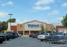 Außenschuß eines Walmart-Speichers Stockfotos
