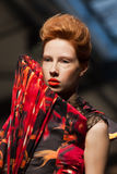 Auf Aura preisen Sie vu-FrühlingssommerModeschau 2012 übertrieben Stockfotos