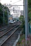 Auf Bahn zur Station stockfotografie