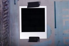 Auf Band aufgenommenes Polaroid Lizenzfreie Stockfotos