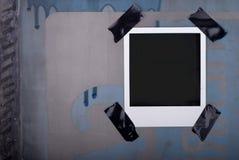 Auf Band aufgenommenes Polaroid Lizenzfreie Stockbilder