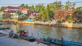 Auf Bank von Nyaungshwe-Erholungsort, Myanmar stock video