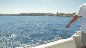 Auf dem Boot in Meer 4 stock video
