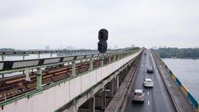 auf dem Brückenverkehr stock video footage