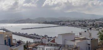 Auf dem Damm der Stadt von Sitia Kreta, Griechenland lizenzfreie stockfotografie