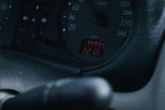 Auf dem Entfernungsmesser 99999 Meilen Stockfotos
