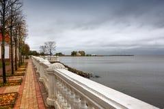 Auf dem Flussufer Lizenzfreie Stockfotos