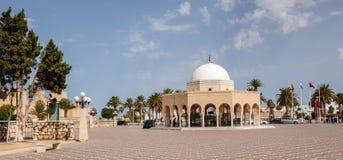 Auf dem Gebiet des alten moslemischen Kirchhofs Sidi EL Mezri, in der Stadt von Monastir, in seinem Westteil steigt das Mausoleum stockfotos