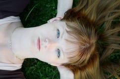Auf dem Gras. Stockfotos