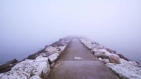 auf dem Meer mitten in dem Nebel stock footage