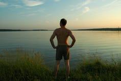 Auf dem See im Sommerabend Lizenzfreies Stockbild