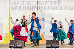 Auf dem Stadium das polnische Volkstanzensemble GAIK Lizenzfreies Stockbild