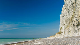 Auf dem Strand bei Dieppe Frankreich im April 2015 stockfotografie