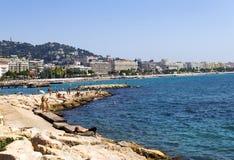 Auf dem Strand in Cannes Stockfotos