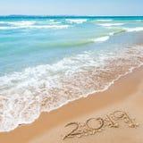 2019 auf dem Strand stockbild