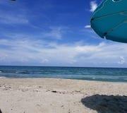 Auf dem Strandfeiertagskonzept stockfoto