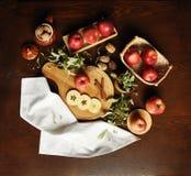 Auf dem Tisch der Äpfel/Flatlay 3 Stockbild