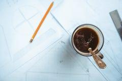 Auf dem Tisch zeichnen Stockfotos