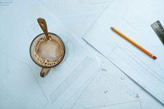 Auf dem Tisch zeichnen Lizenzfreie Stockfotografie