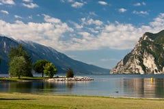 Auf dem Ufer des Sees Lizenzfreies Stockfoto