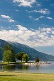 Auf dem Ufer des Sees Lizenzfreies Stockbild