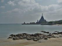 Auf dem warmen Strand von Thailand Lizenzfreie Stockfotos