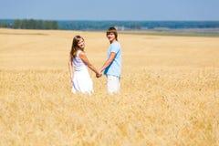 Auf dem Weizengebiet Lizenzfreie Stockfotos