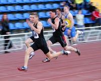 Auf den 100 Metern Rennen Lizenzfreie Stockfotos