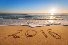 2016 auf den Strand geschrieben Stockfotografie