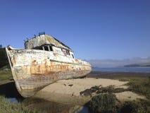 Auf den Strand gesetztes Boot Stockfotos