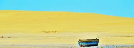 Auf den Strand gesetztes Boot Lizenzfreie Stockbilder
