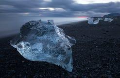 Auf den Strand gesetztes Eis Stockbild
