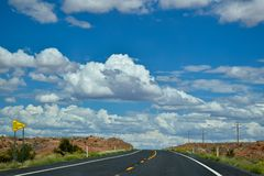 Auf der amerikanischen Landstraße Arizona, USA Lizenzfreie Stockfotografie