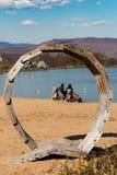 Auf der Bank des Sees Stockfoto