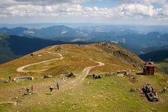 Auf der Bergspitze Pip Ivan der Chornohora-Strecke im EA lizenzfreies stockfoto