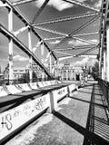 Auf der Brücke Künstlerischer Blick in Schwarzweiss Lizenzfreies Stockbild