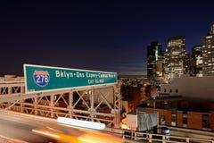 Auf der Brooklyn-Brücke Stockfoto