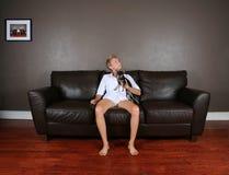 Auf der Couch Stockbilder