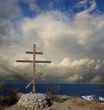 Auf der Höhe von Griechenland Orthodoxes hölzernes Kreuz Stockfoto