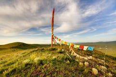 Auf der Hochebene von Schriftmarkierungsfahne stupa Lizenzfreies Stockfoto