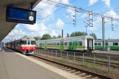 Auf der Plattform des Bahnhofs der Stadt von Kouvola Stockfotos