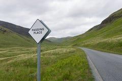 Auf der schmalen Straße auf der Insel von Mull lizenzfreies stockfoto