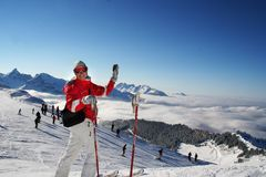 Auf der Skispur in den Alpen Stockbilder