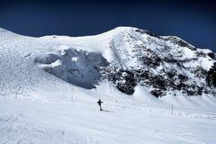 Auf der Skispur in den Alpen Stockfotos