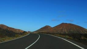 Auf der Straße/dem Lanzarote Timanfaya stock video footage